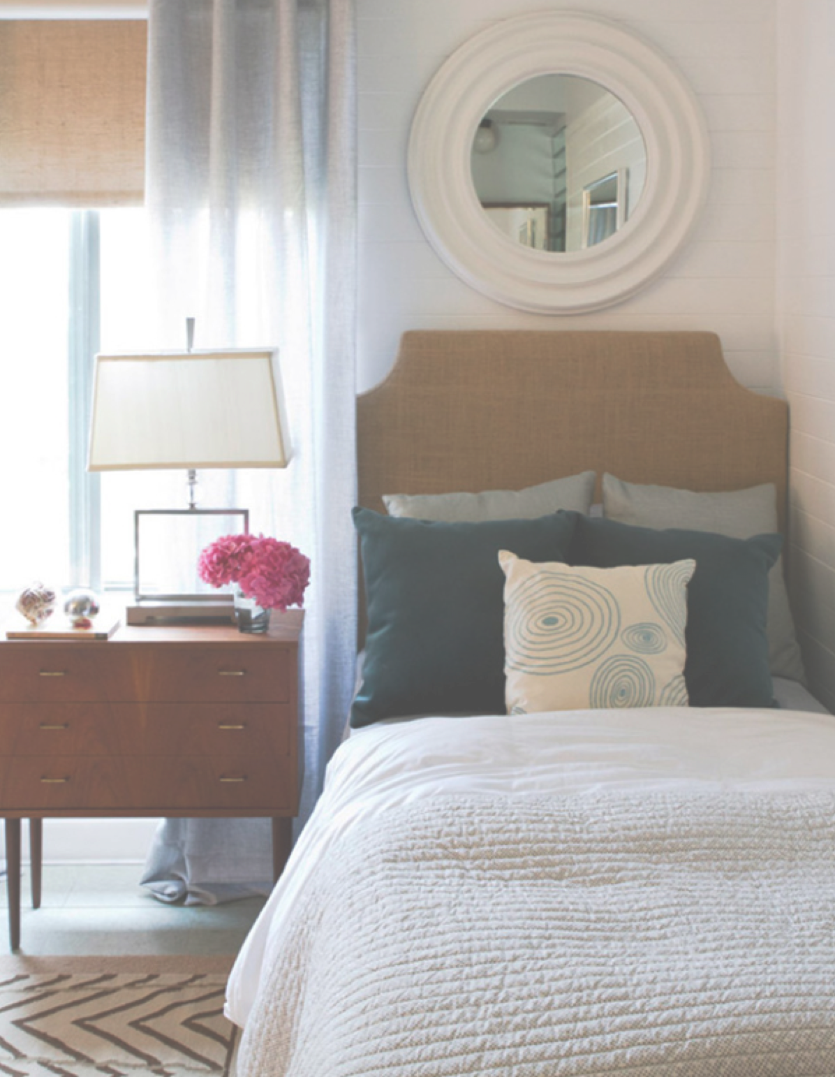 Staging small bedrooms to sell your house on Small Rooms  id=53260